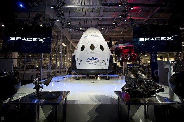 Après le premier vol civil, Elon Musk promet des mises à niveau des toilettes, du WiFi et du four chez SpaceX, Inspiration4, Expérience